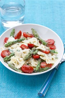 Free Pasta With Asparagus And Tomatoes Royalty Free Stock Photography - 14389077