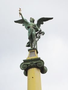 Free Angel Statue Royalty Free Stock Photo - 14392105