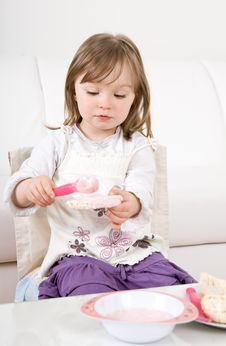 Free Little Girl Eating Stock Images - 14396454