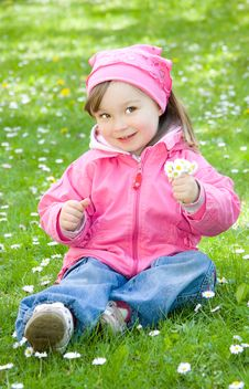 Free Little Girl In Park Royalty Free Stock Photography - 14396557
