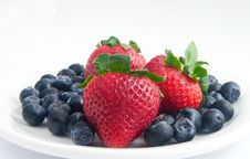 Free Strawberries And Blueberries Stock Images - 14397314