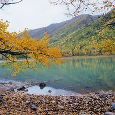 Free Colorful Lake Stock Photography - 14400352