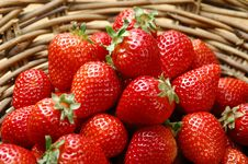 Free Starwberry In Basket Stock Photos - 14402923