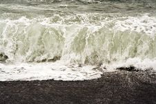 Free Heavy Waves With White Wave Crest Royalty Free Stock Photography - 14403377