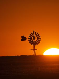 Free Windmill Sunset 2 Royalty Free Stock Images - 14403429