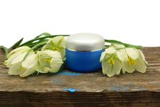 Free Spa Cosmetic Bottle, Flower And Wooden Board Royalty Free Stock Images - 14404219