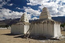 Free Buddhist Stupas In Shey In Ladakh Stock Images - 14408094