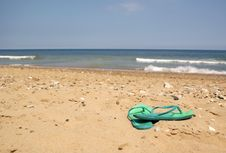 Free Green Flip Flops On Beach Royalty Free Stock Photo - 14411735