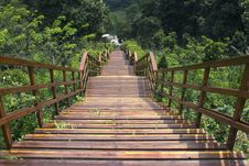 Free Wood Staircase Royalty Free Stock Photos - 14419108