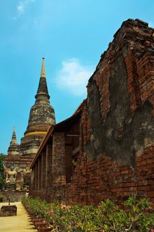 Free Ancient Stupa Of Buddha In Thailand Royalty Free Stock Images - 14426339