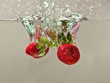 Free Fresh Strawberry In Water Royalty Free Stock Images - 14435029
