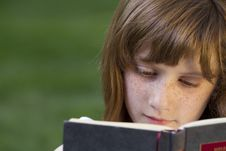 Free Young Beautiful Girl Reading Stock Photos - 14437403