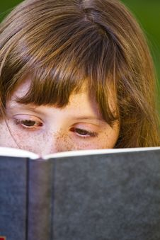 Free Young Beautiful Girl Reading Stock Photography - 14438752