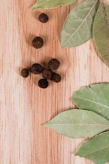 Free Aromatic Pepper And Bay Leaves Royalty Free Stock Image - 14438936