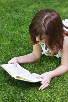 Free Young Beautiful Girl Reading Stock Images - 14439224