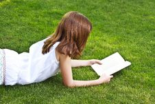 Free Young Beautiful Girl Reading Stock Photography - 14439652
