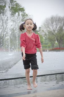 Free Happy Asian Girl Play Fountain Stock Image - 14446241
