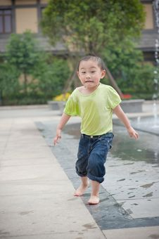 Free Chinese Boy Run Royalty Free Stock Photography - 14446367