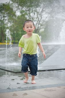 Free Cute Asian Boy In Park Royalty Free Stock Photography - 14446387