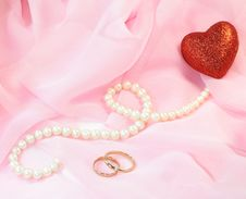 Pearls And Wedding Rings Royalty Free Stock Photos