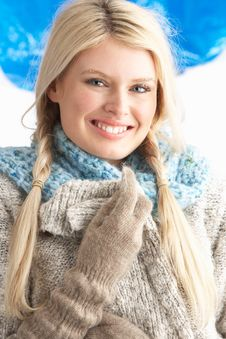 Free Young Woman Wearing Winter Clothes In Studio Stock Photography - 14454202