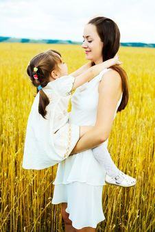 Free Mother And Daughter Royalty Free Stock Images - 14459689