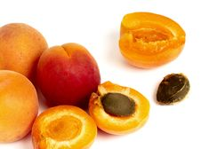 Free Apricots Stock Photography - 14459932