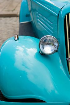Free Blue Retro Car Royalty Free Stock Photos - 14460798