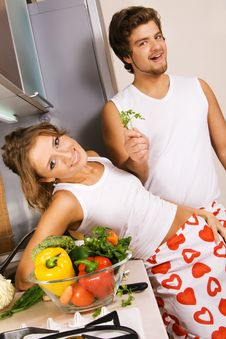 Free Young Romantic Couple In The Kitchen Royalty Free Stock Photos - 14461088