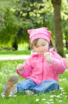 Free Little Girl In Park Royalty Free Stock Photos - 14462538