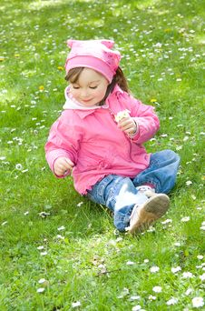 Free Little Girl In Park Royalty Free Stock Image - 14462576