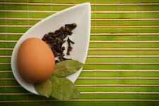 Free Egg And Laurel Leaves Stock Image - 14473461
