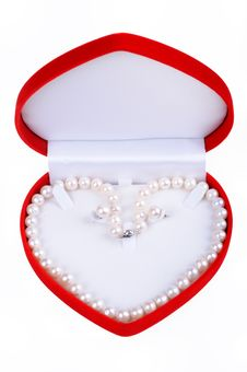 Free Pearl Necklace In Gift Box Royalty Free Stock Photos - 14483238