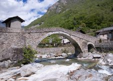 Free Old Roman Bridge Royalty Free Stock Image - 14488456