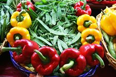 Free Yellow And Red Bell Pepper With Peas Stock Photography - 14493102