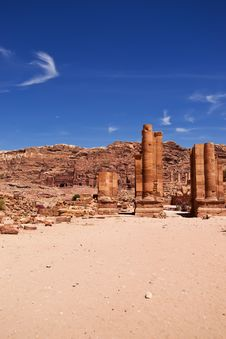 Free The Main Avenue Of Petra Stock Images - 14498434