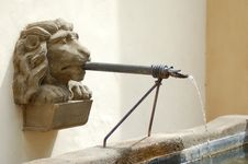 Free Old Lions Head In A Fountain Royalty Free Stock Image - 1451226