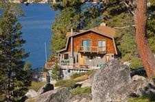 Free Cabin On A Lake Royalty Free Stock Photography - 1459687