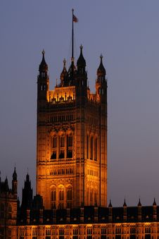 Free Flag On Illuminated Houses Of Parliament Royalty Free Stock Images - 14504689