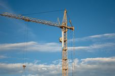 Free The Crane Elevating Royalty Free Stock Photo - 14505435