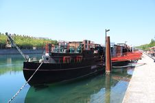 Free Barge Royalty Free Stock Photo - 14506735