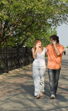 Free Girl And Boy Talking On The Phone Royalty Free Stock Photography - 14506837