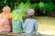 Free Muslim Kids Fishing Stock Images - 14508794