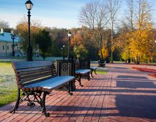 Free Benches In Green Park Stock Image - 14523051