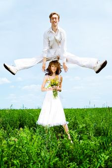Free Cute Couple Jump Royalty Free Stock Images - 14523689