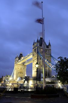 Free Tower Bridge At Night Stock Photography - 14524272