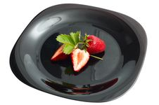Free Fresh Ripe Strawberry On Black Dish Stock Photography - 14527412