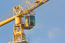Free Crane Over Blue Sky Royalty Free Stock Photography - 14532547