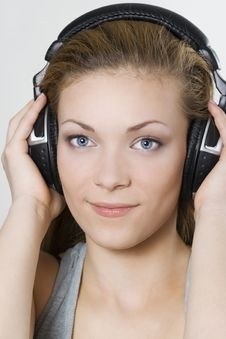 Free Girl Listening To Music Royalty Free Stock Photos - 14533808