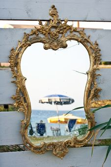 Free Mirror Stock Images - 14534474